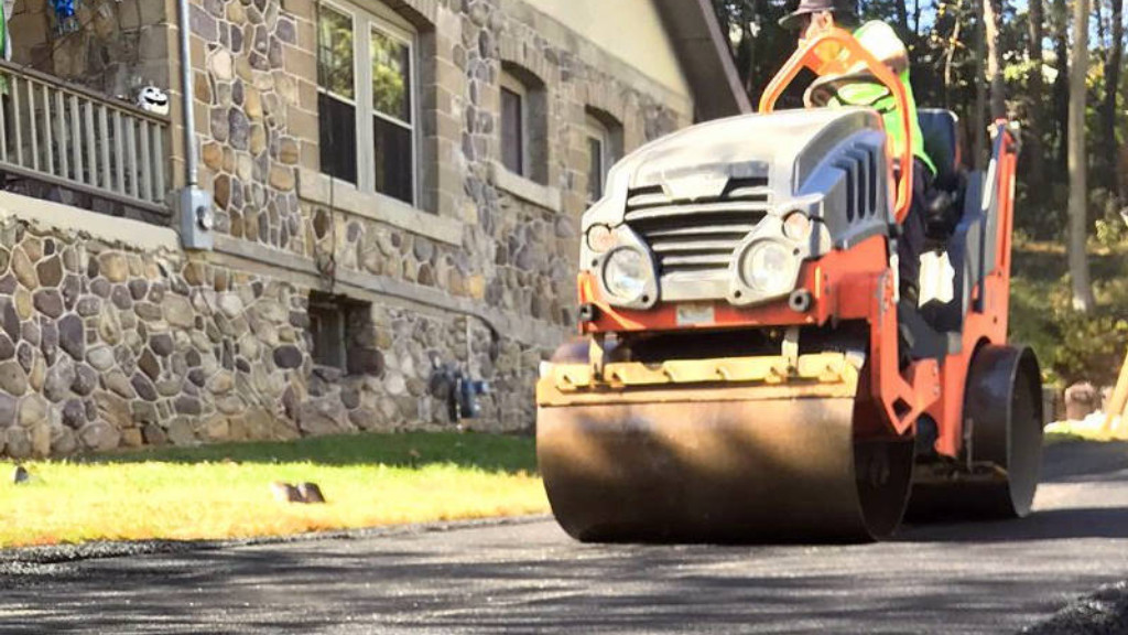 Sealcoating & Asphalt Maintenance